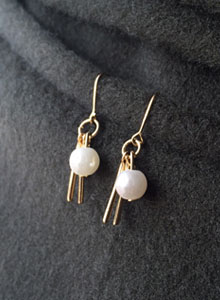 66GIRLSDangling Bar and Faux Pearl Earrings