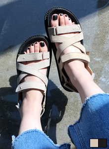 66GIRLSCrossed Touch Fastener Strap Sandals