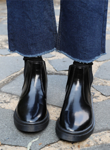 66GIRLSRound Toe Chelsea Boots