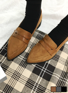 66GIRLSPointed Toe Loafers