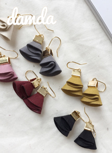 66GIRLSWavy Drop Hook Earrings